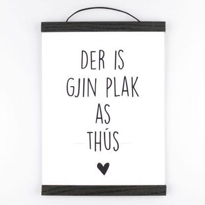 Poster Der Is Gjin Plak As Thûs -Krúskes.nl