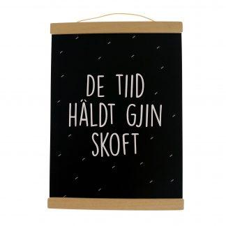 Poster De Tiid Haldt Gjin Skoft A4 met Poster ophangsysteem Zwart A4 - Krúskes.nl