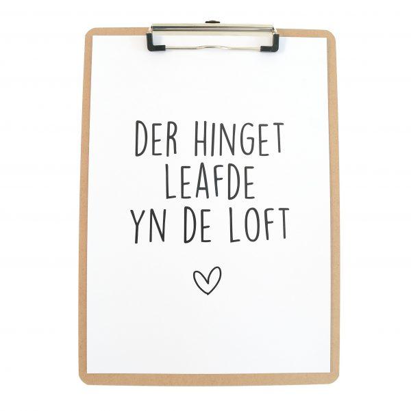 Poster Der Hinget Leafde Yn De Loft - Hardboard Klembord A4 - Krúskes.nl