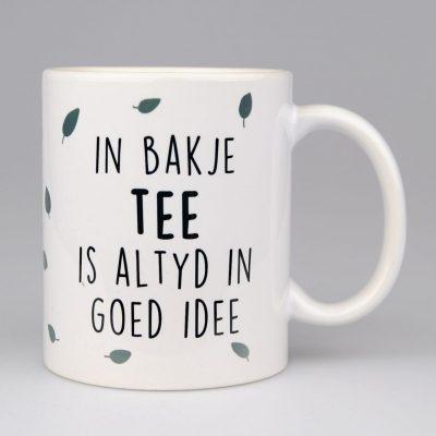 Mok - In Bakje Tee Is Altyd In Goed Idee - voorkant - Krúskes.nl
